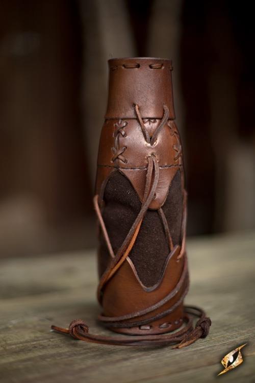 Étuis à bouteille lacé en cuir brun (Laced Bottle Holder Brown)